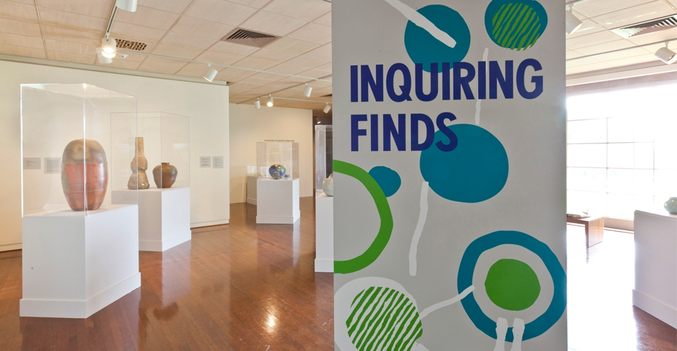 Exhib_slideshow_exhibition_inquiring-finds_entrance