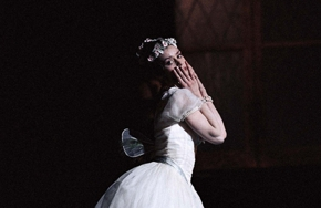 Partial_wide_film_ballet_lasylphide_solo