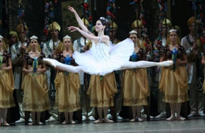 Partial_wide_featurebox_film+ballet_labayadere