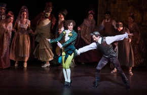 Partial_wide_film_ballet_donquixote_1
