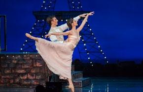Partial_wide_featurebox_ballet_moulinrouge
